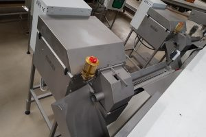 sweet corn processing machines, sweet corn processing, sweet corn cutter machine, sweet corn cutting machine, sweet corn processing equipment, sweet corn peeling machine, sweet corn cutter, sweet corn equipment, fresh corn cutter machine, cutting of kernels, cutting of product, corn cutter, corn cutter machine, corn cutting machine, corn processing, corn processing plant, corn processing machine, corn processing equipment, corn peeling machine, corn sheller, corn sheller machine, electric corn cutter, vegetable processing equipment, kukuruza rezač, kukorica vágó, odzrňovač kukurice